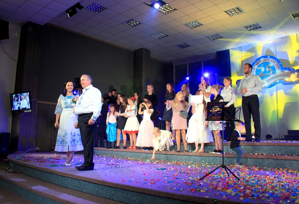 Киевская церковь Еммануил отметила 25-летие по-семейному